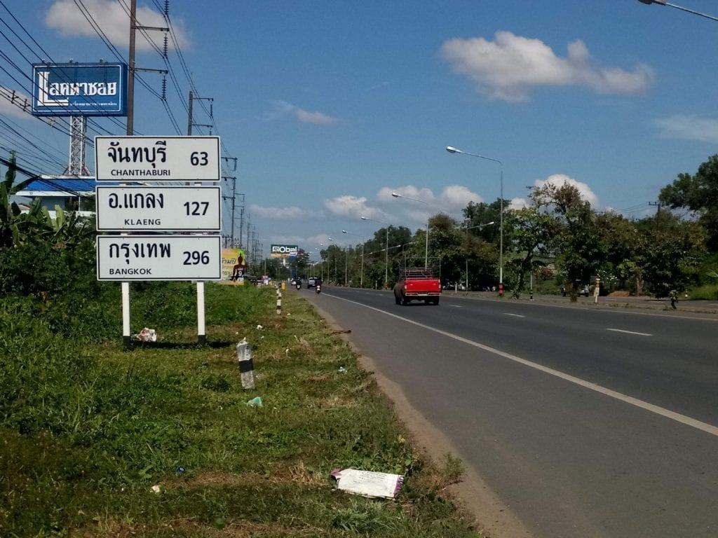 Wide shoulder on Thailand highway