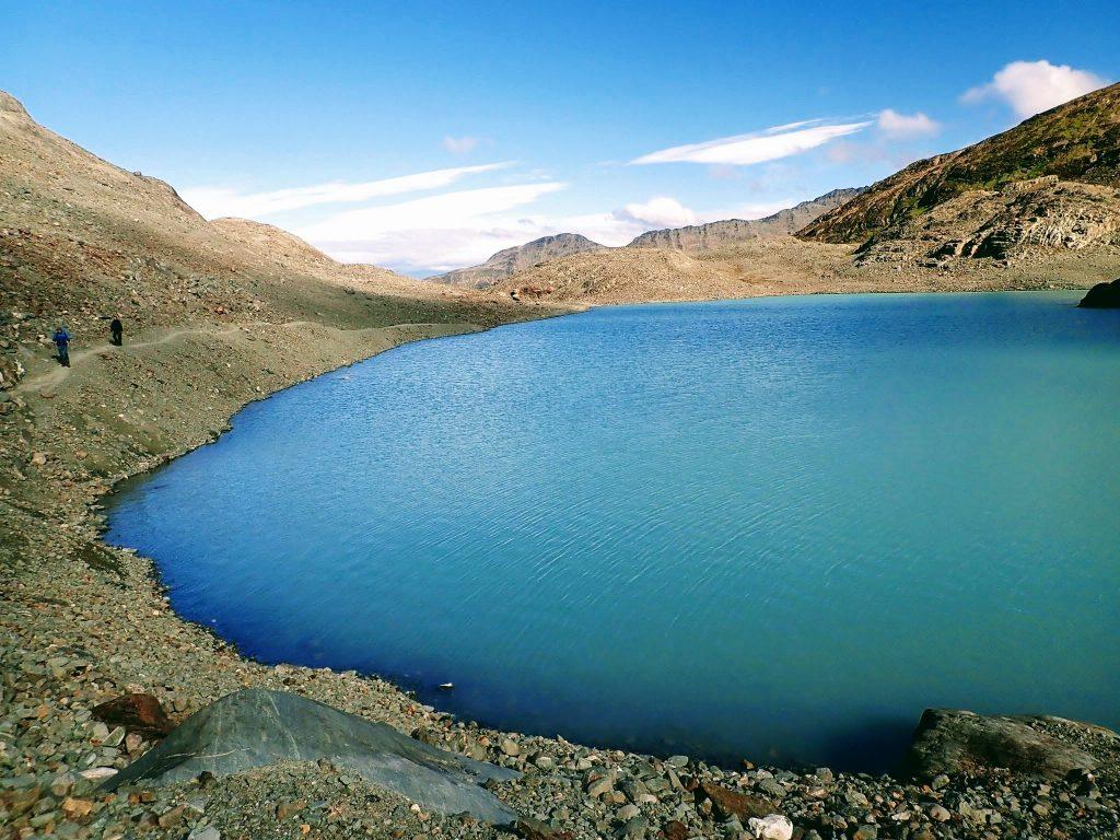 Blue alpine lake, Laguna de los Tempanos